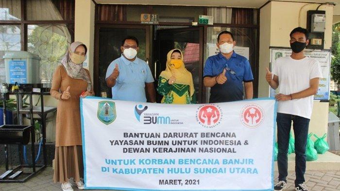 Ketua Dekranasda Kabupaten Hulu Sungai Utara (HSU), Hj Anisah Rasyidah Wahid, foto bersama dengan pejabat Pemkab HSU dan perwakilan Yayasan BUMN dan Dekranasda.