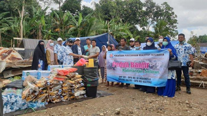 Tim DPP dan DPD REI Kalselteng Berikan Bantuan ke warga Terdampak Banjir di HST