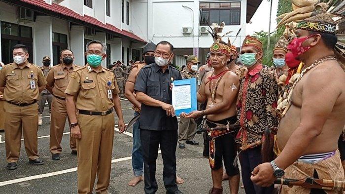 Protes Lambang Kabupaten Tabalong Tak Sesuai Ketentuan, Aksi Damai Digelar di Kantor Bupati