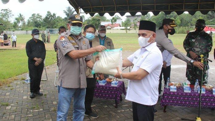 Ketua DPRD Kalsel Salurkan Bantuan untuk Korban Banjir di Kabupaten HSU