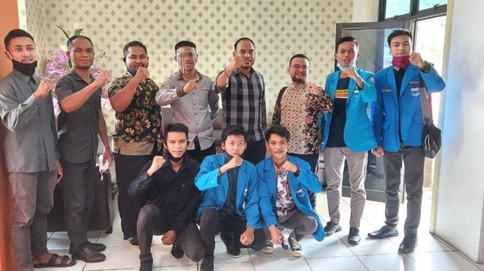 Pimpinan DPRD Kotabaru dan Sekretaris Komisi I Bersama BEM dan KSPS Bahas UU Cipta Kerja