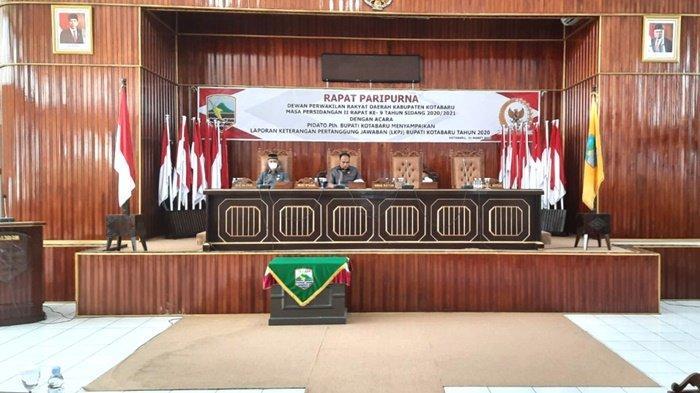 Ketua DPRD Kabupaten Kotabaru, Syairi Mukhlis, saat memimpin rapat paripurna LKPj Bupati Tahun 2020, Rabu (31/3/2021).