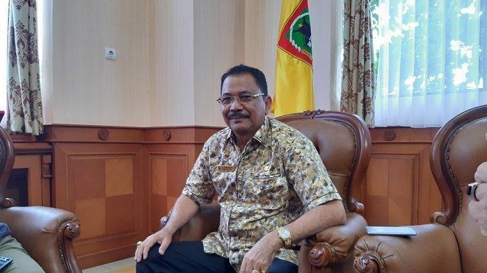 Ketua DPRD Kalsel Donasikan 6 Bulan Gajinya untuk Bantu APD