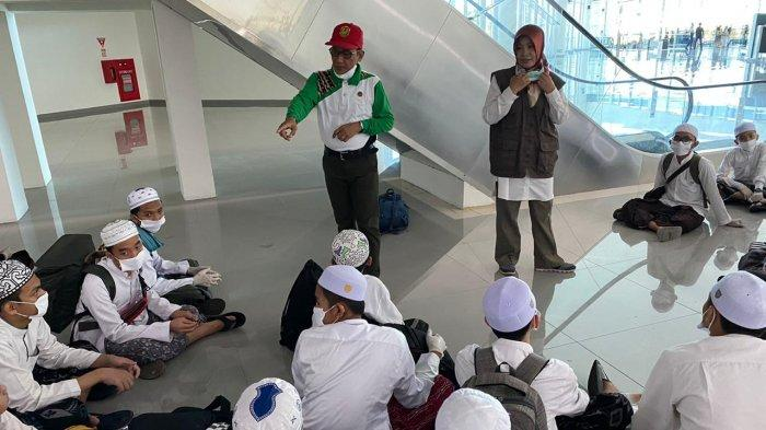 Tiba di Bandara Syamsudin Noor, Santri dari Malang Ada yang Batuk Pilek, Ini Penjelasan Gugus Tugas