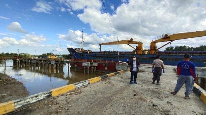 Ketua Komisi II DPRD Kotabaru Jery Luminta Temukan Kapal Asing, Langsung Suruh Menjauh dari Daratan