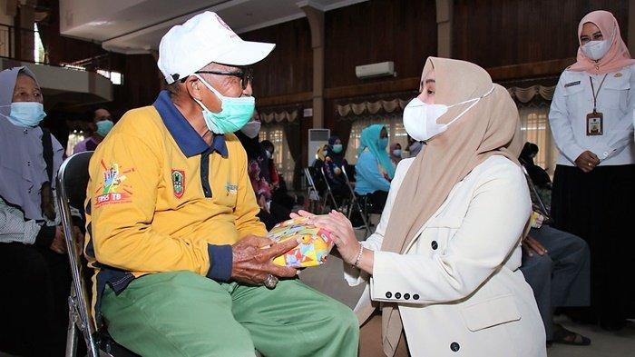 Hj Nurgita Tiyas: Lansia Harus Nyaman dan Sehat Tinggal di Kabupaten Banjar