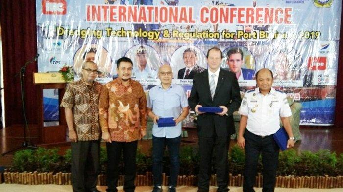 STIAMAK Barunawati Surabaya Dukung Pengembangan SDM Era Holding BUMN Pelabuhan