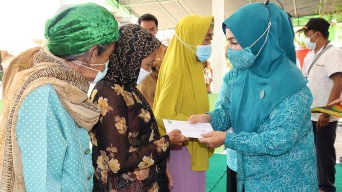 Sebanyak 864 Warga Lansia Se-Kabupaten Tapin Terima Bantuan Sosial