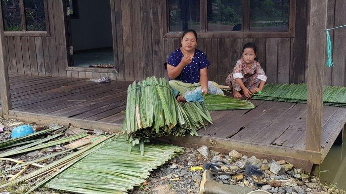 Perajin Nipah di Tanahlaut Masih Bertahan hingga Sekarang, Namun Tinggal Beberapa Orang