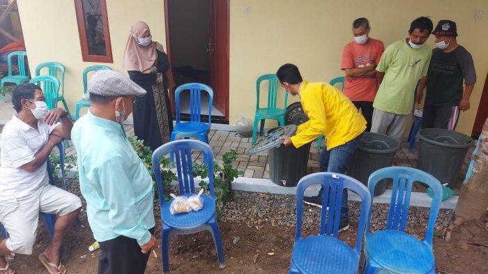 Bermodal Hanya Ember, Mahasiswa ULM Ajarkan Peliharaan Ikan Lele ke Warga