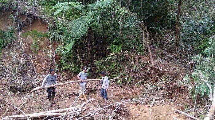 Smote Ireng Kembali Bantu Buka Akses Penyaluran Bantuan Korban Banjir di Kabupaten HST