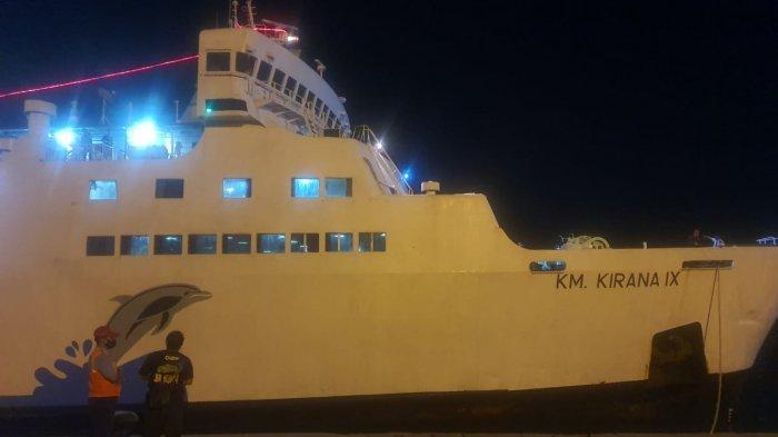 BREAKING NEWS: Kontak Fisik Dua Kapal di Sungai Barito, Haluan KM Kirana IX Alami Kerusakan