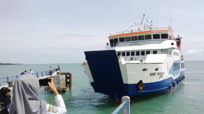 Belum Berizin, Kapal Fery Teluk Gosong - Pulau Sebuku Belum Bisa Beroperasi