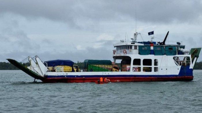 Kandas di Tengah Laut Pulau Sewangi Tanbu Kalsel, Penumpang Kapal Feri KMP Jembatan Musi Dievakuasi