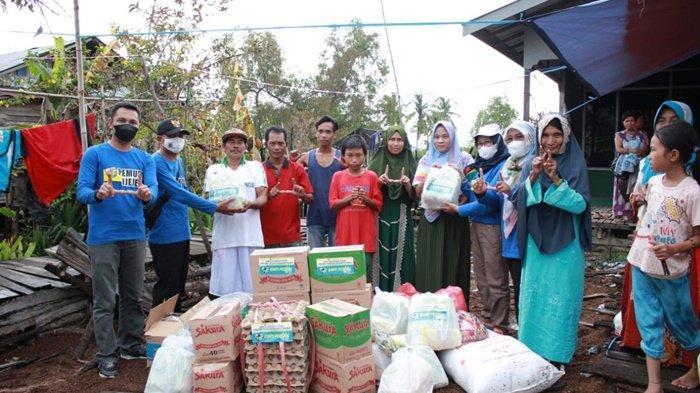 Korban Kebakaran di Tinggiran Luar II Dapat Bantuan dari KNPI Kabupaten Batola