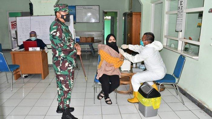 Balai Pengobatan Lanal Banjarmasin Tuntaskan Vaksinasi pada Masyarakat Maritim