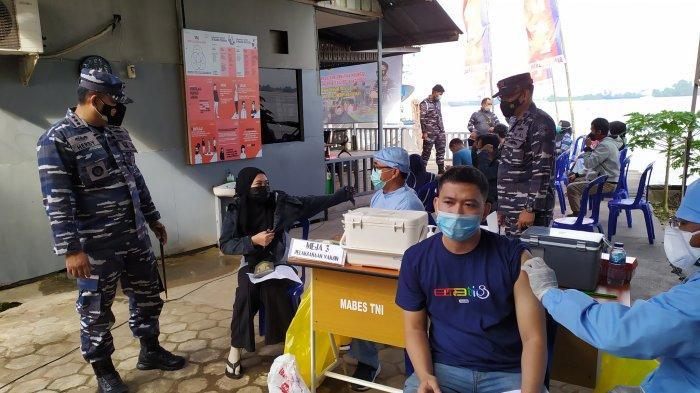 Tempuh Perjalanan dari Tabalong, Indra Berhasil  Vaksinasi di Posmat TNI AL Trisakti Banjarmasin