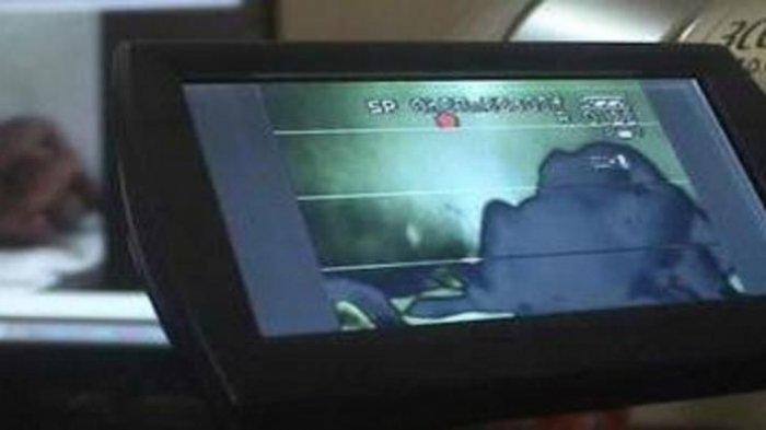 Aksi Asusila Pengendara Motor di Lampu Merah Viral, Pelaku Mengaku Mabuk Saat Dibonceng Istri
