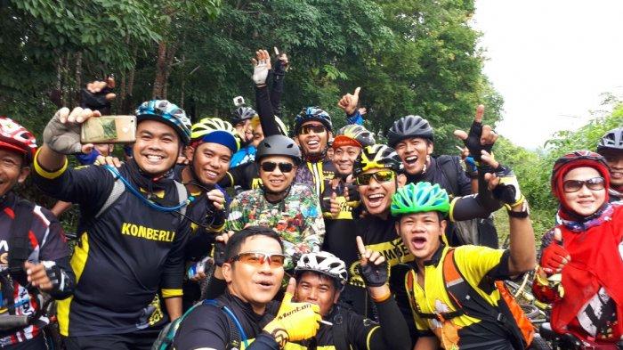 Asyik Bener! Habis Gowes di Karang Intan, KCC Nikmati Manisnya Durian Biih