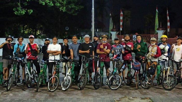 Bergabung di Komunitas Minion,  Pesepeda Ini Sebut Ada Kepuasan Gunakan Sepeda Jadul Tahun 80 an
