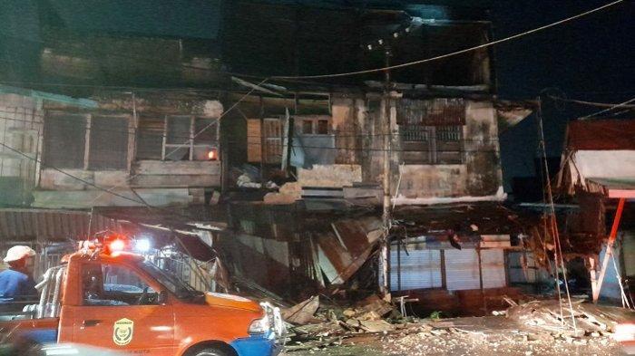 Diterjang Hujan Disertai Angin Kencang, Bangunan di Pasar Ujung Murung Banjarmasin Runtuh