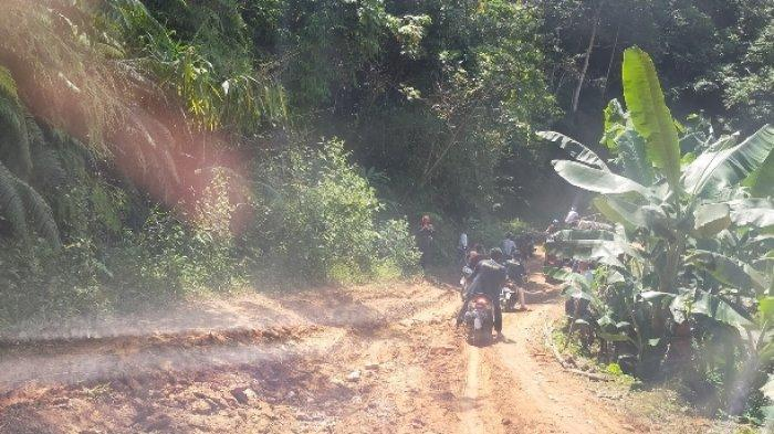 Pendakwah di Meratus HST Butuh Donasi Trail untuk Menembus Medan Berat ke Rantau Parupuk