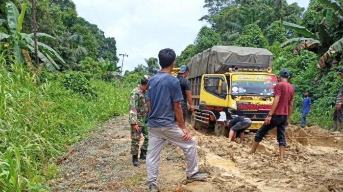Kepala Dishub Kabupaten Kotabaru Sugian Sebut 3 Faktor Penyebab Kerusakan Jalan