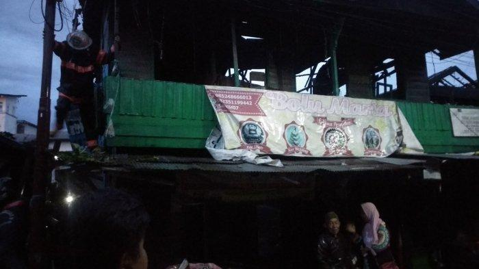 kondisi-rumah-yang-jadi-terkena-kobaran-api-di-belakang-pasar-antasari-minggu-332019.jpg