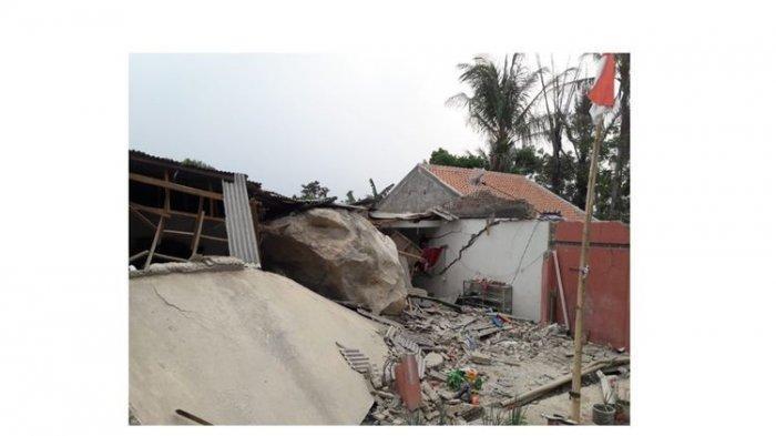 VIRAL VIDEO Batu Raksasa Seberat 200 Ton Timpa Rumah Warga Hingga Hancur, Ini Penjelasan BNPB