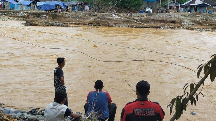 Warga Pantai Uwang Sebut Lumpur Terbawa Banjir ke Barabai dari Longsoran Gunung Magalum