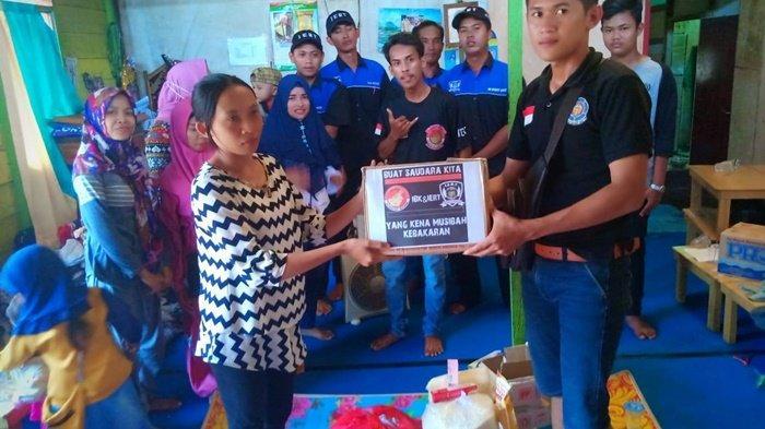 Relawan IERT, IBK dan BPK Sekeluarga Bantu Korban Kebakaran di Gangg Sepakat Bamjarmasin