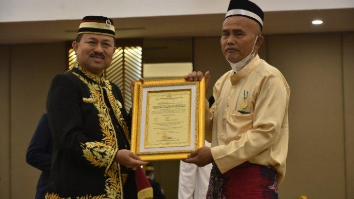 Terima Anugrah Puspawana dari Kesultanan Banjar, Kosim Tanam Ribuan Bibit Pohon untuk Reboisasi