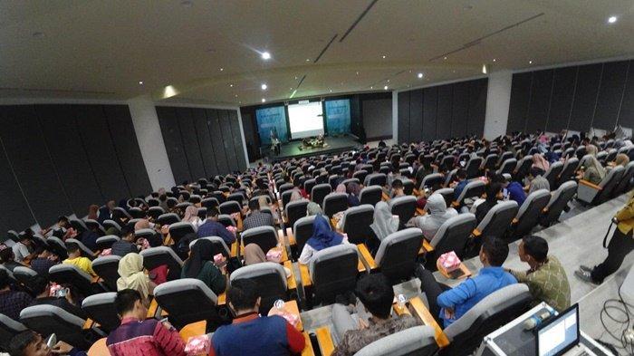 Revolusi Hijau Pemprov Kalsel Dipaparkan pada Kuliah Umum di Fakultas Ekonomi dan Bisnis ULM
