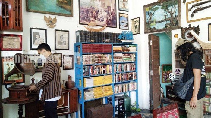 Kuliner Kalsel, Banyak Buku dan Barang Antik di Kafe Tempoe Doeloe Kota Rantau
