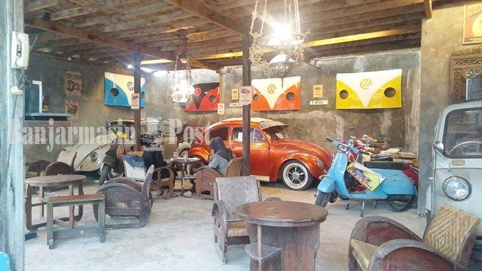 Kuliner Kalsel, Motor dan Mobil Antik Magnet bagi Pengunjung di Kopi Mbaroh Landasan Ulin