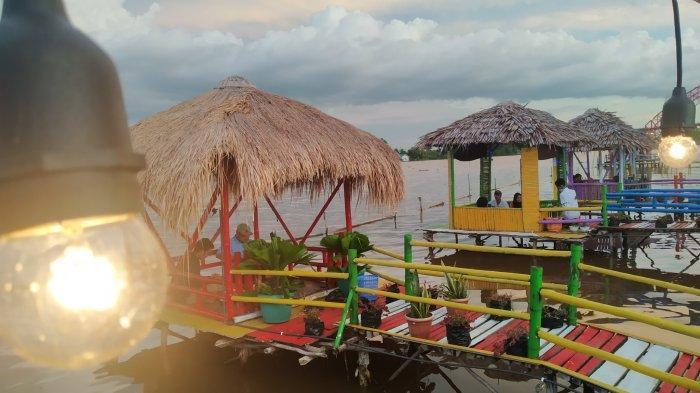 Kuliner Kalsel, Berbuka Puasa di Warung Gusung, Sensasi Petang  Berlatar Jembatan Rumpiang