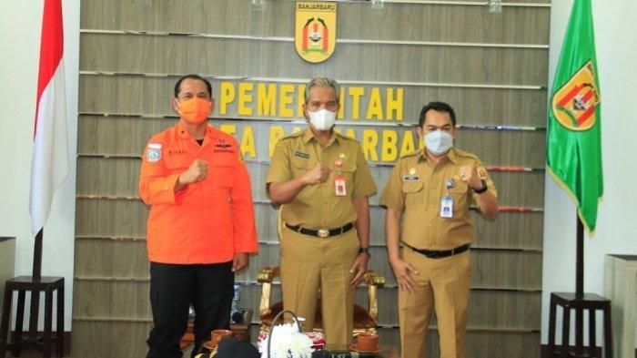 Plh Wali Kota Banjarbaru Drs H Said Abdullah MSi didampingi Kepala Pelaksana BPBD Kota Banjarbaru M Zaini saat menerima kunjungan Kepala Basarnas Banjarmasin Slamet Riyadi SH, Senin (22/2/2021).