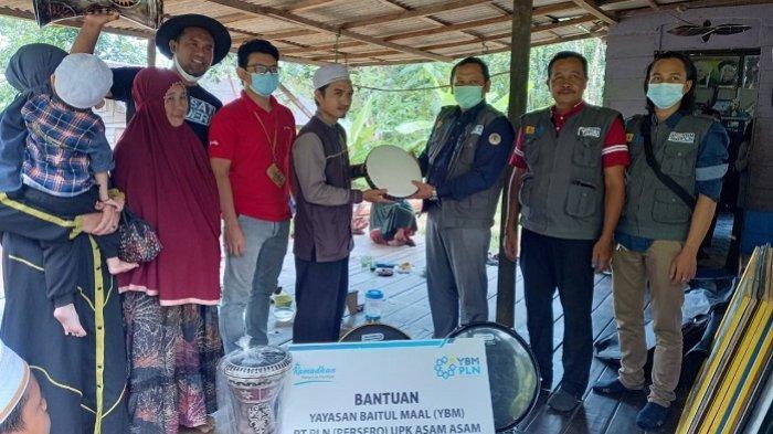 Aksi YBM PLN UPK Asam Asam Menyambut Hari Santri Nasional 22 Oktober: Peduli Santri Hutan Kintap