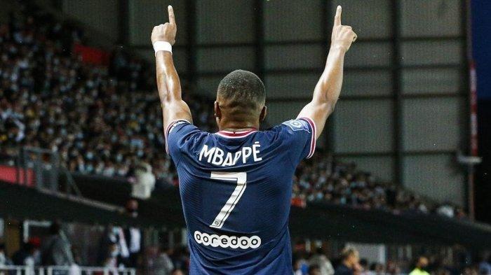 Bintang Paris Saint-Germain (PSG) berselebrasi usai mencetak gol di laga Liga Prancis melawan Brest Sabtu (21/8/2021)