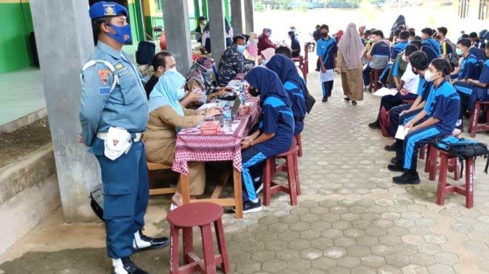 Serbuan Vaksinasi Lanal Kotabaru Sasar Pelajar di Wilayah Maritim