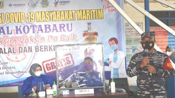 TNI AL Melaksanakan Serbuan Vaksin Masyarakat Maritim di Wilayah Kerja Lanal Kotabaru
