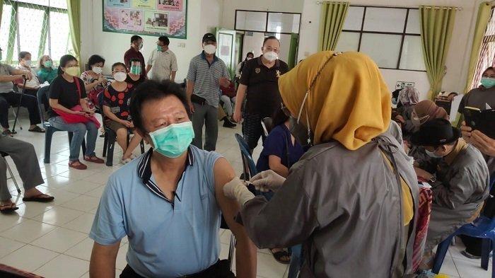 Wabah Corona Kalsel,  Masuk Tahap Tiga, Vaksinasi Covid-19 Terus Dilakukan di Kota Banjarbaru