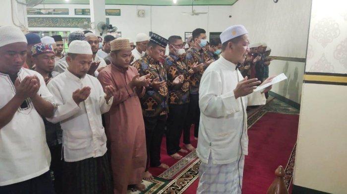 Napi Lapas Teluk Dalam Banjarmasin Gelar Shalat Ghaib untuk Korban Kebakaran LP Tanggerang