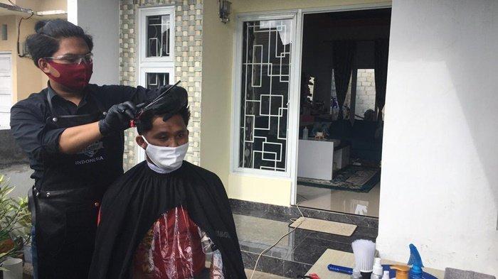 Sulit Potong Rambut Saat Pandemi Covid-19, Cut Barbershop Layani Pelanggan ke Rumah