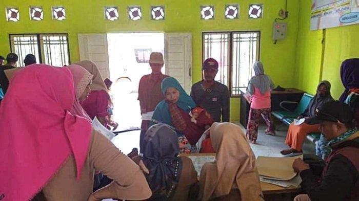 Sambangi Desa Danau Indah, 56 Warga Rasakan Manfaat Layanan Keliling Kependudukan Tanbu