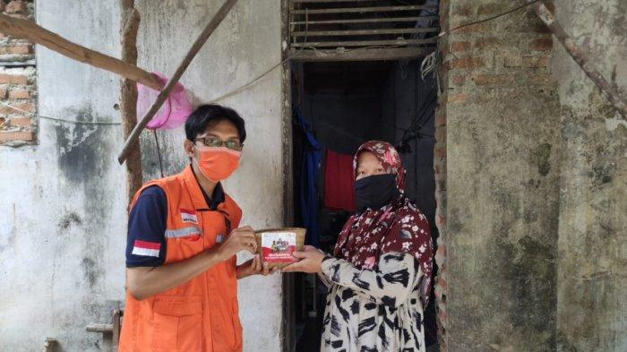 Laznas LMI Kalsel Bagikan Daging Kurban untuk Warga Transmigran di Banjarbaru