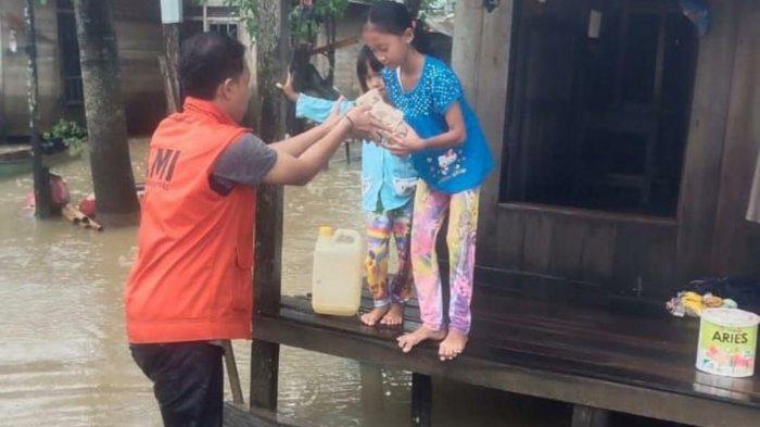 Banjir Kalsel, Banjir Satui Tanahbumbu Mulai Turun, Laznas Bagikan Nasi Bungkus