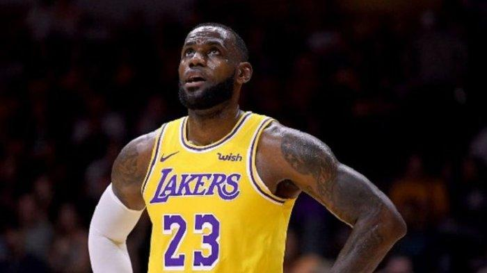 NBA 2021 : Anthony Davis Cedera, Pilar LA Lakers LeBron James Akui Timnya Ubah Pola Permainan