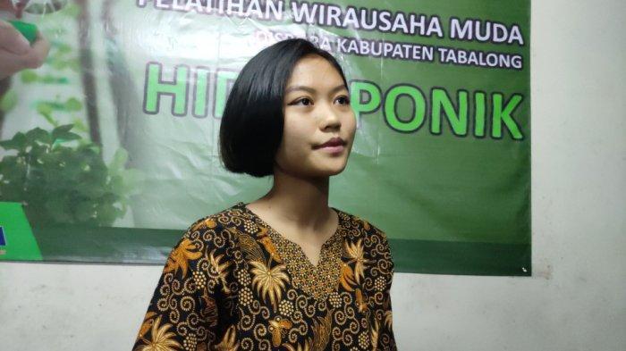 Perempuan Muda Instruktur Komputer di JikaMaka Tabalong  Kepincut Potensi Hidroponik
