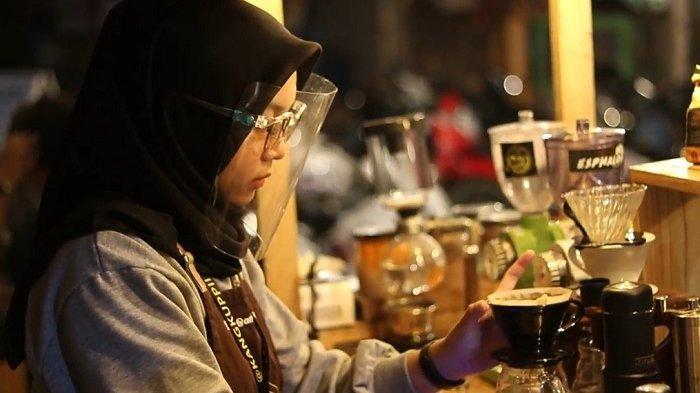 Masih Pelajar SMK, Cewek Tabalong Ini Sudah Jadi Barista Kafe